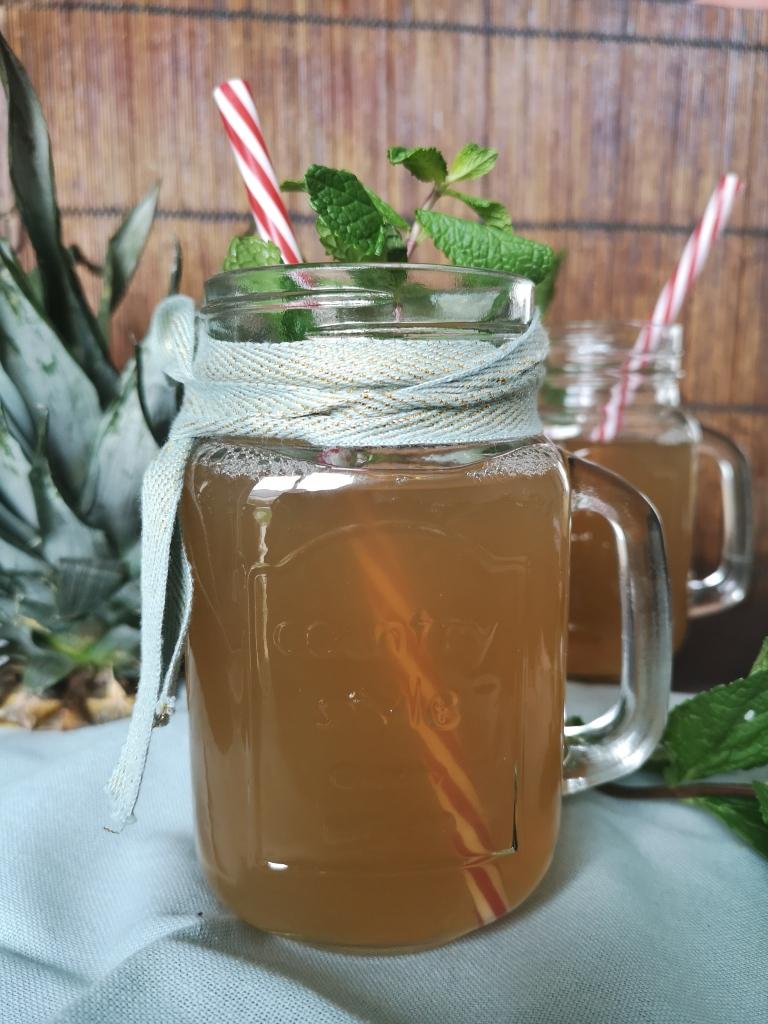thé glacé aux écorces d'ananas